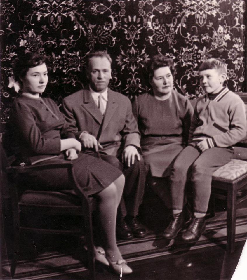 Салов В.Г. с семьей. 1963 год.JPG